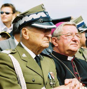 Wielka Parada Kawalerii Wilanów 2003: gen. Michał Gutowski, JE Sławoj Leszek Głódź, biskup polowy WP
